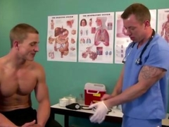 Muscly pornstar gets his ass examined