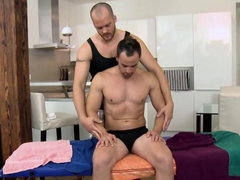 Dude jerks off for his masseur and gets a bj