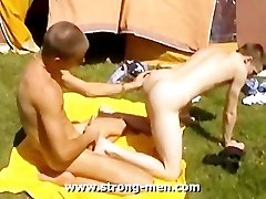 Bareback Sex Outdoors